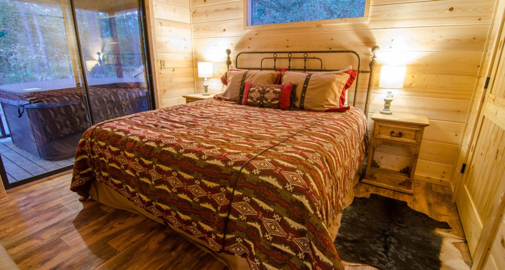 broken bow chapel hill cabin bedroom